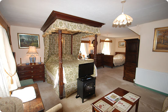 Elton Holidays Bed and Breakfast in the Peak District - Family Suite