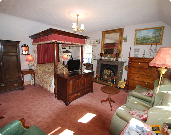 Elton Holidays - Double Room - Four Poster Bed - Accommodation - Peak District