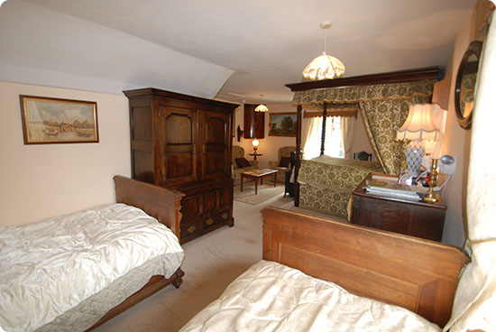 Elton Bed and Breakfast - Family Suite - Twin Room